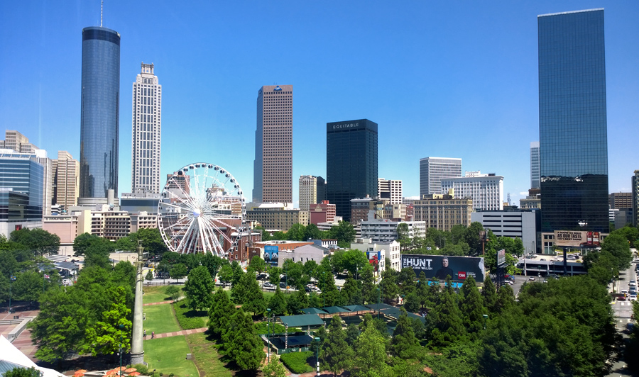Welcome to Georgia! | Atlanta Skyline und Centennial Park
