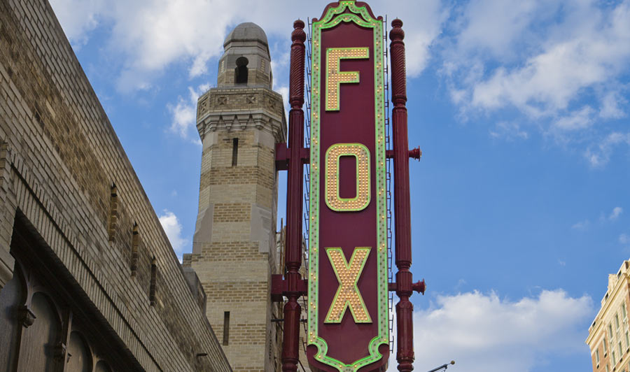 Über das Fox Theater zu The Varsity Grill | FOX Theater, Atlanta