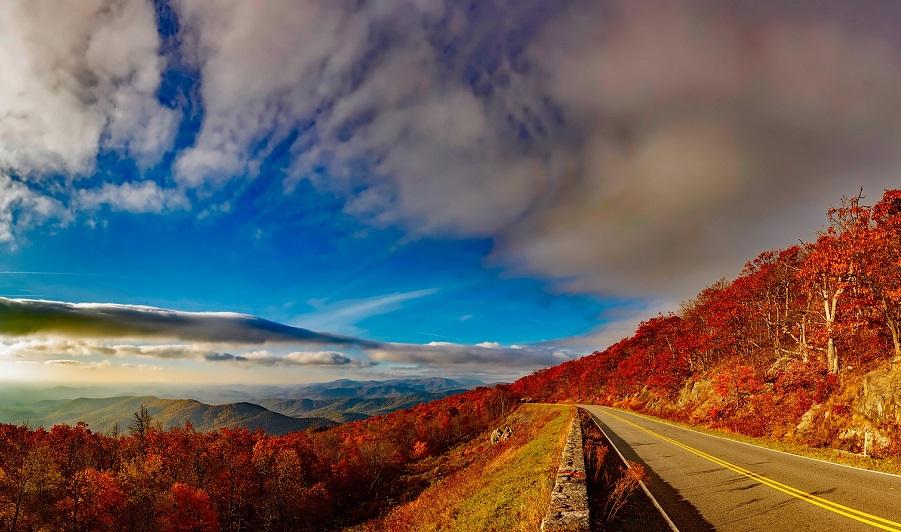 Blue Ridge Parkway im Herbst