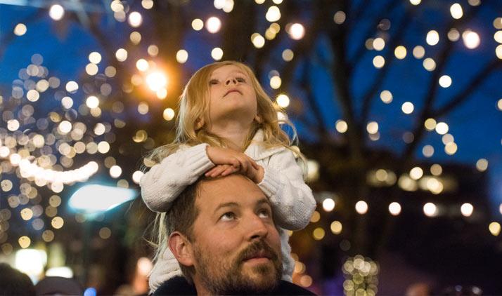 Weihnachtlich beleuchtetes Fort Collins