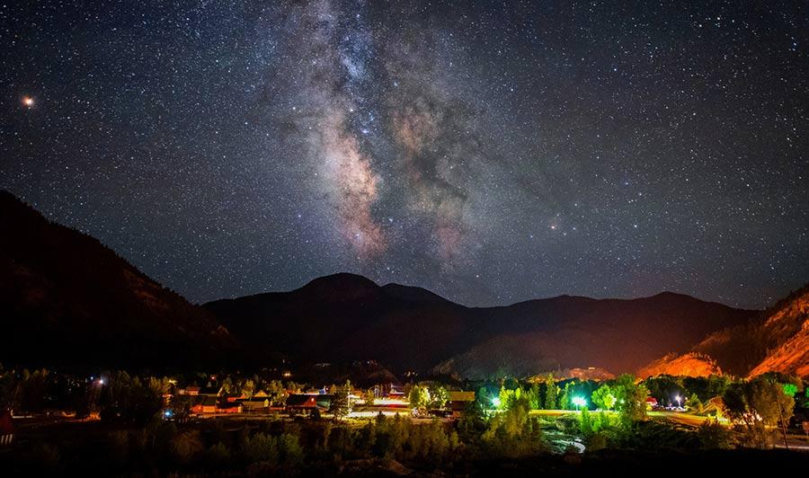Funkelnde Sterne über Lake City, Colorado