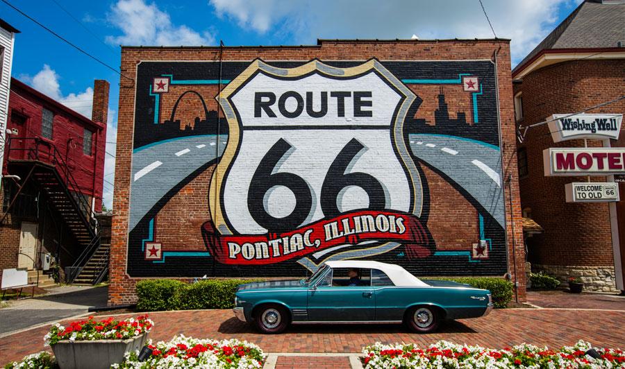 Optional: Über die Route 66 und den Mississippi nach Chicago | berühmtes Route 66 Wandgemälde in Pontiac