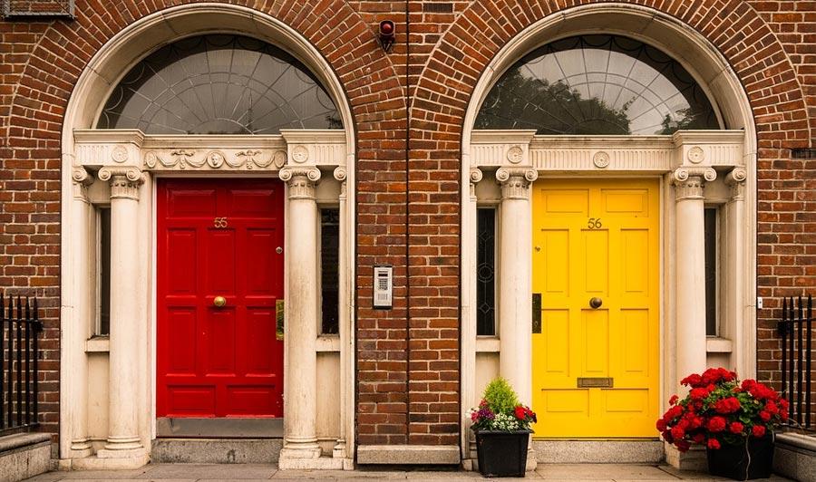 Typische Hausfassaden in Dublin