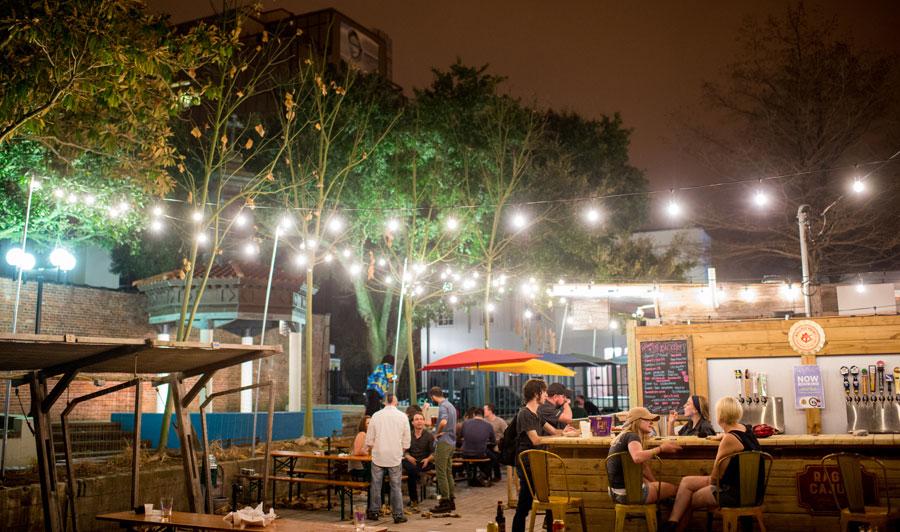 Wurst Biergarten Public Market | Wöchentlich Live-Musik im The Wurst Biergarten in Lafayette