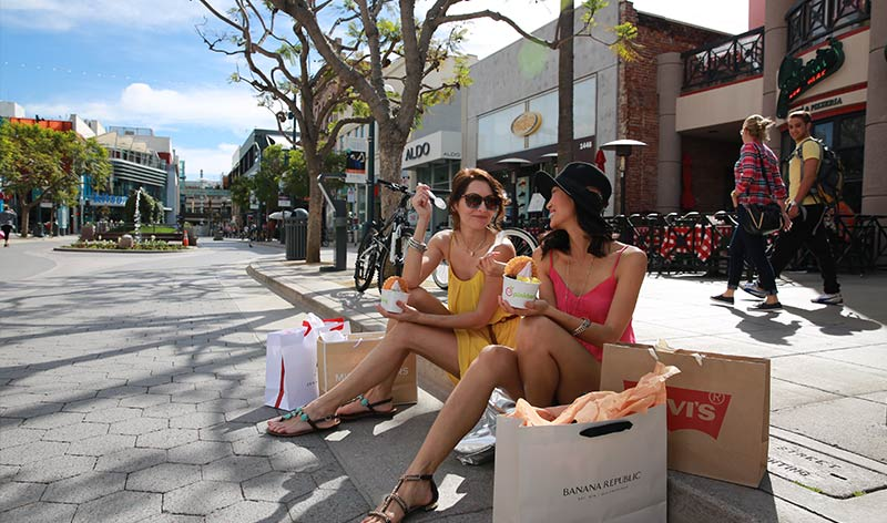 Shoppen in der Third Street Promenade in Santa Monica