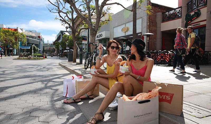 Shoppen in der Third Street Promenade in Santa Monica