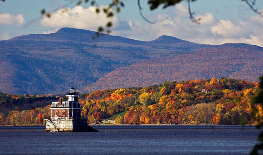 Hudson-Athens-Leuchtturm mit Blick auf die Catskills