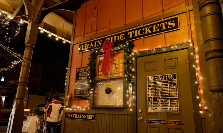 Zugfahrten mit Santa Claus mit der Lehigh-Gorge-Scenic-Railway