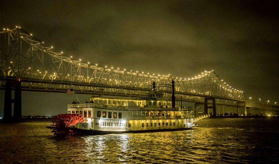 Schaufelrad-Dampfer Creole Queen auf dem Mississippi