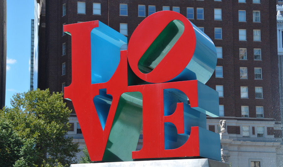 LOVE-Skulptur am John F. Kennedy Plaza