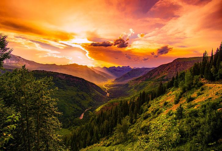 Sonnenuntergang über Montanas Bergwelt