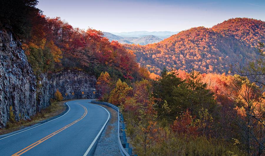 Über den Tail of the Dragon zurück nach Georgia | Malerische Goegia Mountains: HogPen Gap Overlook auf dem Hwy 348