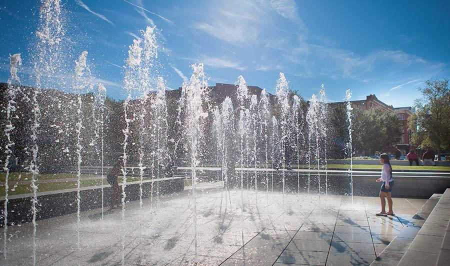 Frühstück im Herzen Savannahs | Springbrunnen am Ellis Square