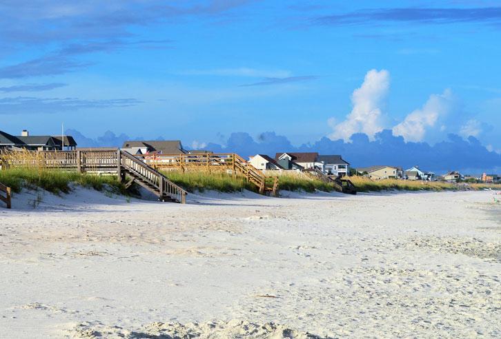 typische Strandhäuser an der Atlantikküste