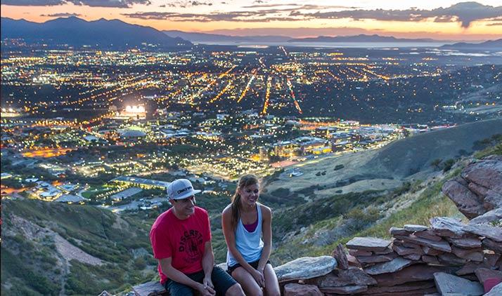 Blick auf Salt Lake City in der Dämmerung