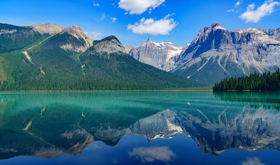 Bezaubernd schön: Emerlad Lake im Yukon